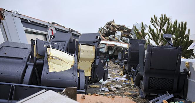Kaza yapan trenin vagonlarının içi böyle görüntülendi