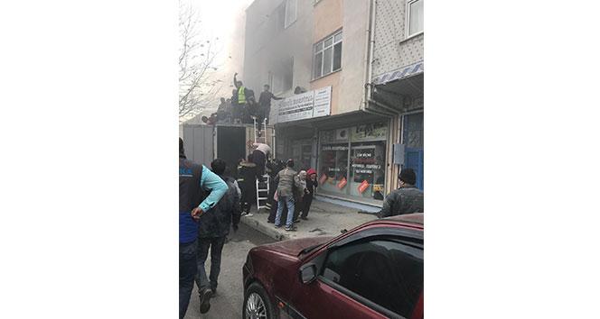 Arnavutköy'de yangın paniği, çok sayıda kişi mahsur kaldı