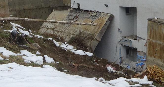 Hakkari'de okulun istinat duvarı çöktü