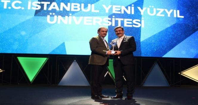 'Kristal Baret Üniversite Proje Ödülü' sahibi İstanbul Yeni Yüzyıl Üniversitesi oldu