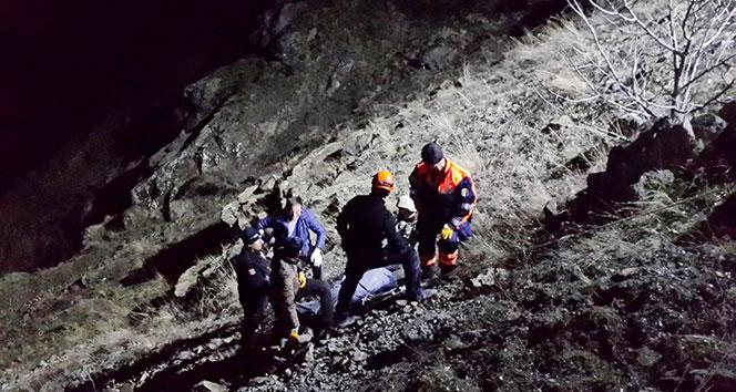 Gümüşhane'de otomobil uçuruma yuvarlandı: 2 ölü