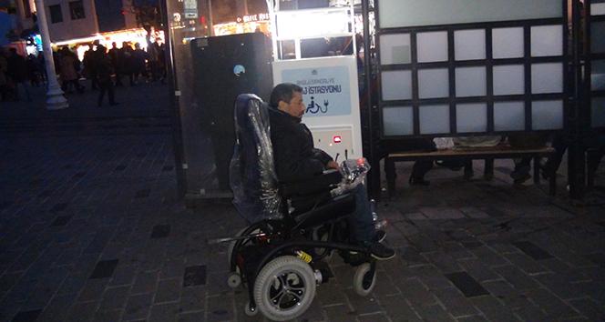 Bu kadarına da pes! Engelli, aracını şarj etmek için geldiği istasyon önünde şaşkına döndü