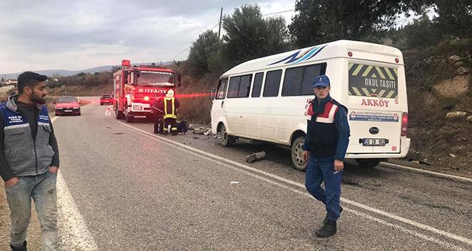 Denizli'de dolmuş ile otomobil çarpıştı: 2 yaralı