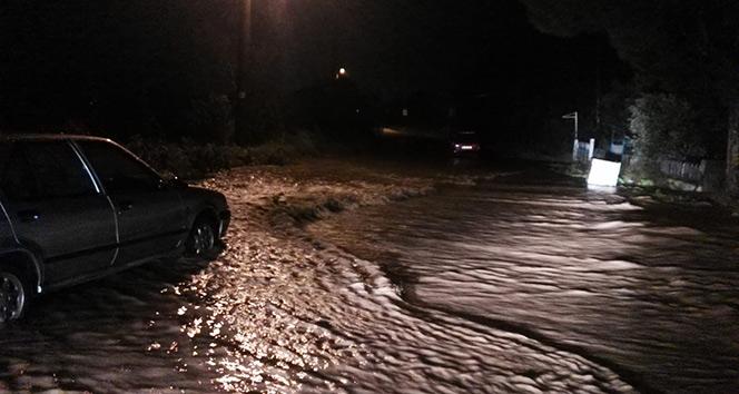 Erdek - Bandırma karayolu aşırı yağıştan dolayı kapandı
