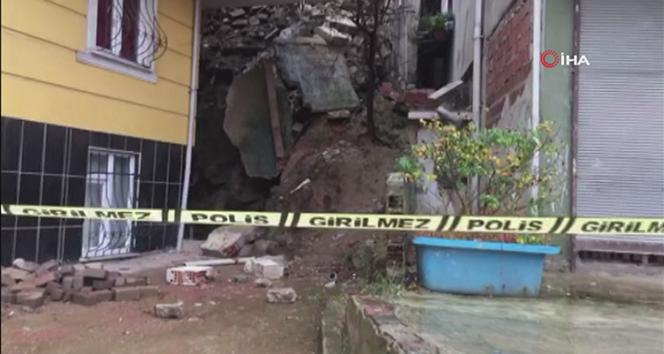 Kağıthane'de istinat duvarı çöktü, bitişikteki 2 bina boşaltıldı