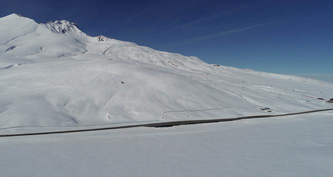 Kayseri'de göller buz tuttu