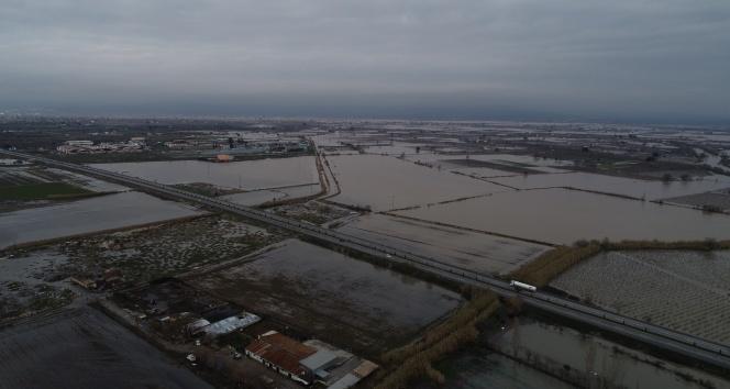 Sular altında kalan Manisa Ovası drone ile görüntülendi