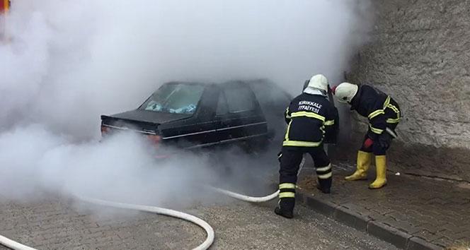 Park halindeki otomobil alev alev yandı!!.