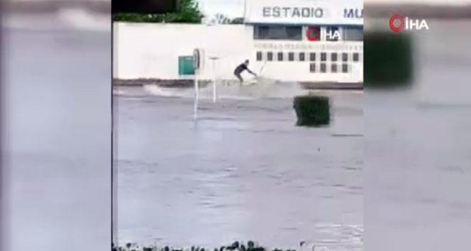 Uruguay'da sel binlerce kişiyi evinden etti