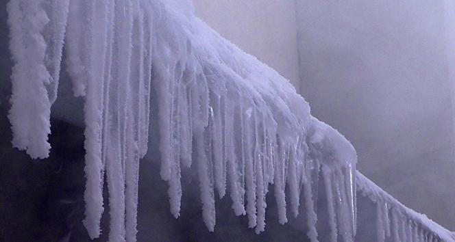 Soğuk hava nedeniyle kilitler dondu, araçlar çalışmadı