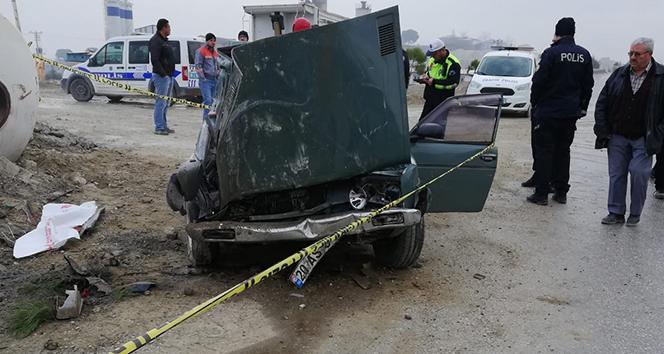Otomobil beton mikserine çarptı: 1 ölü