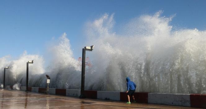 Meteoroloji uyardı! Akdeniz'de fırtına uyarısı