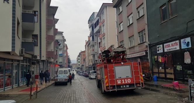 Tosya'da apartmanda yangın paniği