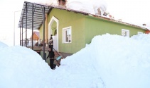 Tunceli'de bir ilçe kar nedeniyle görünmez oldu
