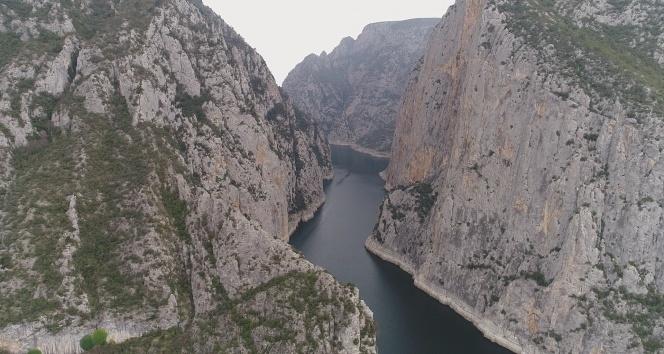 Türkmen gencin cesedi bugün de kayalıklardan alınamadı