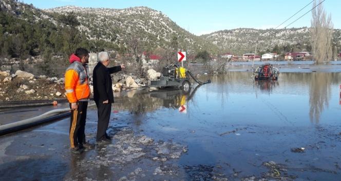 Karaisalı'da 200 ev sular altında kaldı!