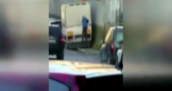 Ataşehir'de kamyonet kasasından malzeme çalan hırsız kamerada