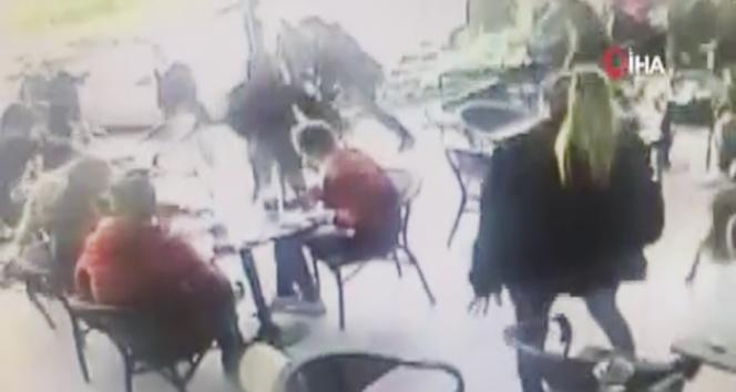 Lüks kafede muştalı dehşet