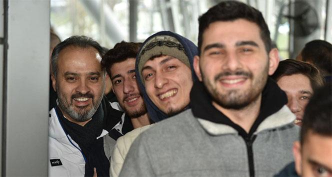 Bursa Büyükşehir Belediye Başkanı Aktaş kuyrukta bekledi