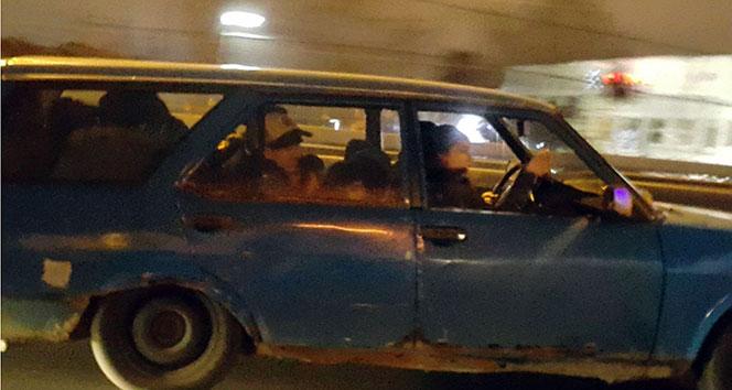 Şişli'de otomobile 12 kişinin binmesi görenleri şaşırttı