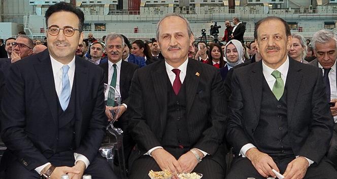 Bakan Turhan : 'Hedef 450 milyon yolcu kapasitesine ulaşmak'