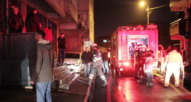 Araç yangını vatandaşları sokağa döktü