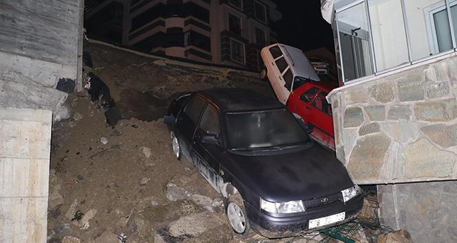 İstinat duvarı çöktü, 4 araç apartman bahçesine düştü