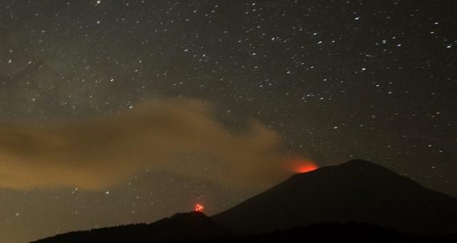 Meksika'da Popocatepetl Yanardağı faaliyete geçti