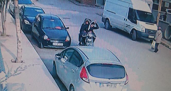 Motosikletli kapkaççılar çantayı çaldı, genç kadın kovaladı