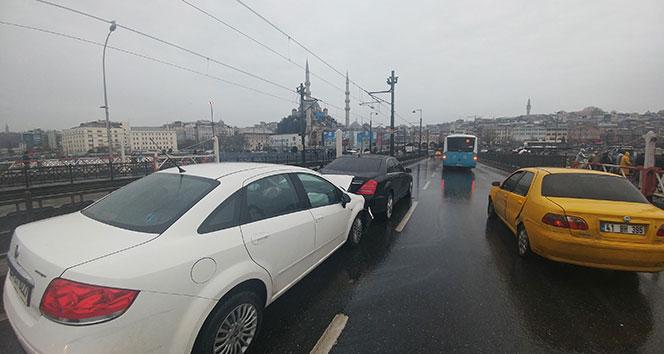 Galata Köprüsü'nde trafik kazası: 1 yaralı