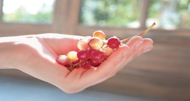 Esmer şeker ve doğal yağlar ile daha kusursuz bir cilt