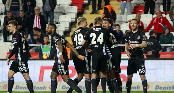 Beşiktaş Antalya'da farklı kazandı   Antalyaspor - Beşiktaş kaç kaç?