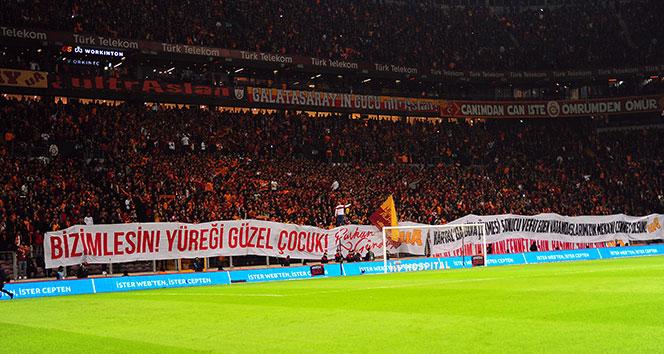 Galatasaray tribünlerinden anlamlı pankartlar