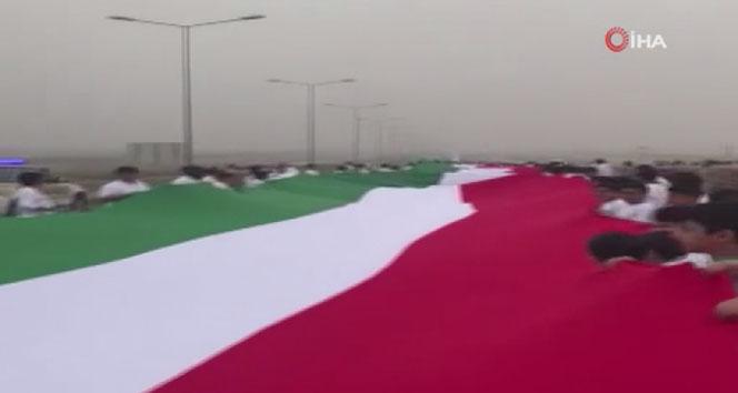 Kuveyt'te dünyanın en uzun bayrağı yapıldı