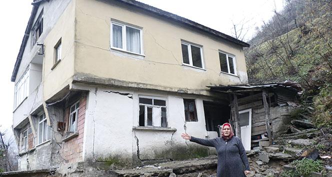 Heyelan evlerini ikiye böldü, eşyalarını bile alamadılar