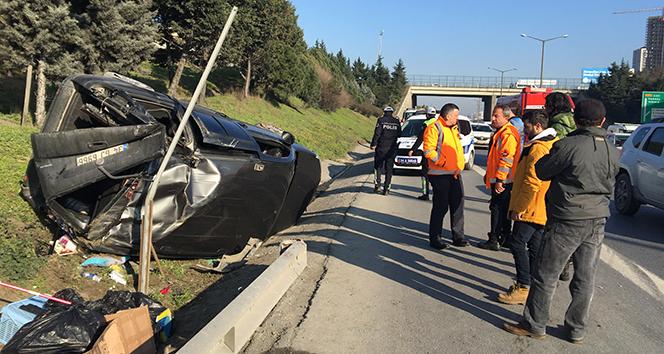 TEM Otoyolu'nda otomobil takla attı:1 yaralı