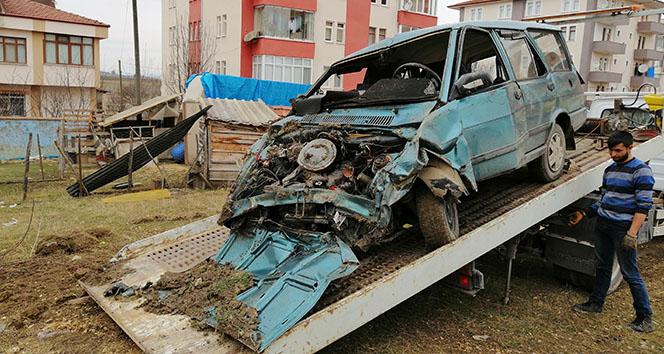 Hastaneye giden çiftin otomobili tarlaya uçtu: 1 ölü, 1 Yaralı