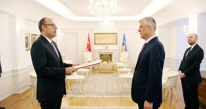 Türkiye'nin yeni Kosova Büyükelçisi Sakar Cumhurbaşkanı Thaçi'ye güven mektubunu sundu