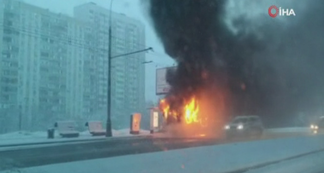 Rusya'da bir otobüs alev alev yandı