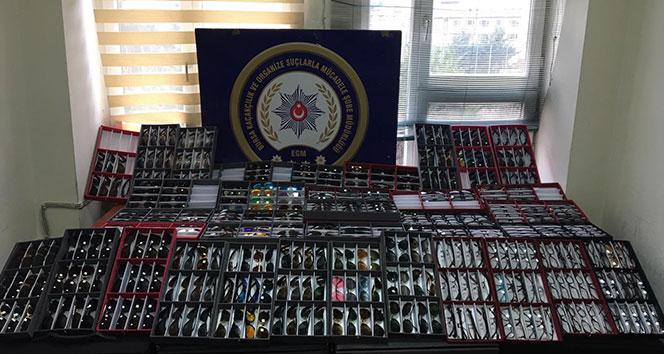 Bursa'da 300 bin TL değerinde kaçak gözlük ele geçirildi
