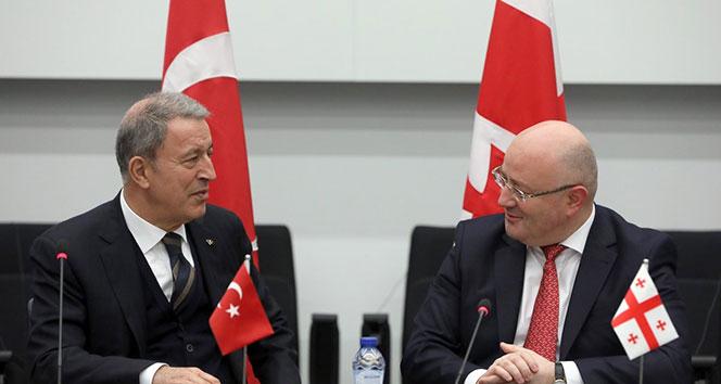 Milli Savunma Bakanı Akar'dan NATO toplantılarında bir dizi görüşme