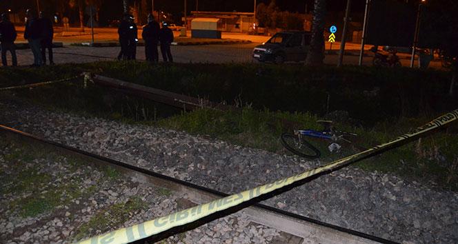 Hemzemin geçitte feci kaza: Bisikletli gence tren çarptı