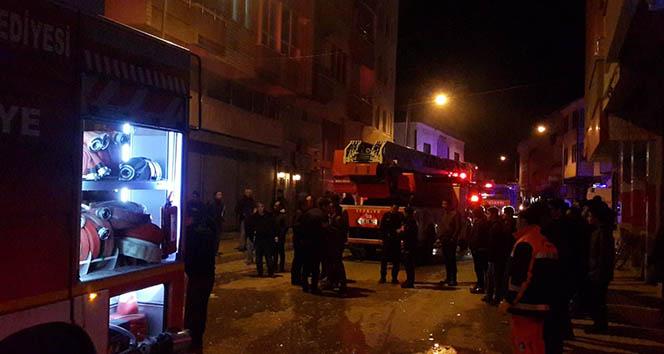 Tekstil atölyesinde yangın çıktı, bir itfaiye eri yaralandı