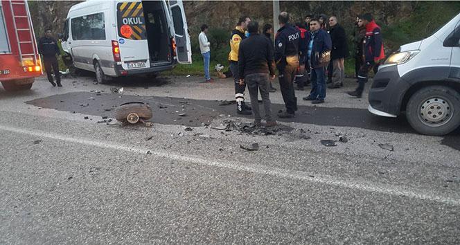 Bodrum'da öğrenci servisi ile otomobil çarpıştı: 13 yaralı