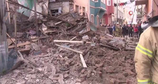 Fatih Balat'ta 3 katlı bir bina çöktü