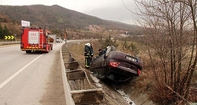 Bariyerlere çarpan araç takla attı: 1'i ağır 6 yaralı
