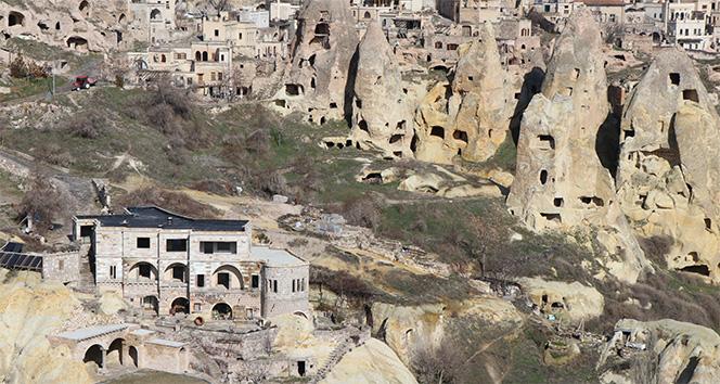 İYİ Partili Başkan adayı otelinin yıkılmaması için yolu kapattı