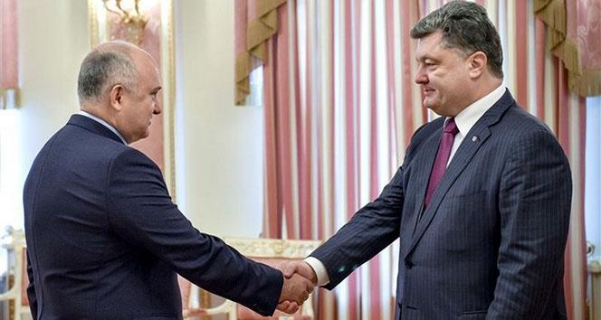 Poroşenko, başkanlığa aday olan danışmanını kovdu