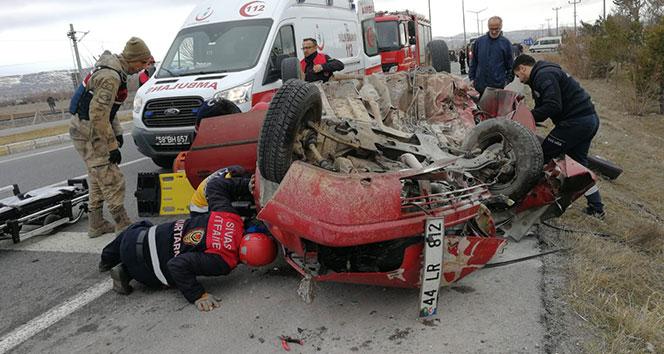 Hastane yolunda takla atan otomobilde anne ve oğlu yaralandı