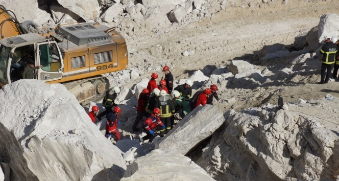 Göçük altında kalan ikinci işçinin cesedi çıkartıldı